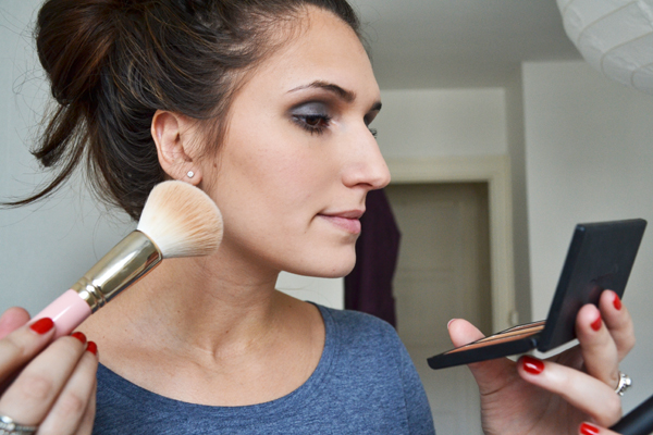 Maquillage, faire un contouring