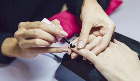 Astuces beauté pour faire durer les vernis à ongle | LBC