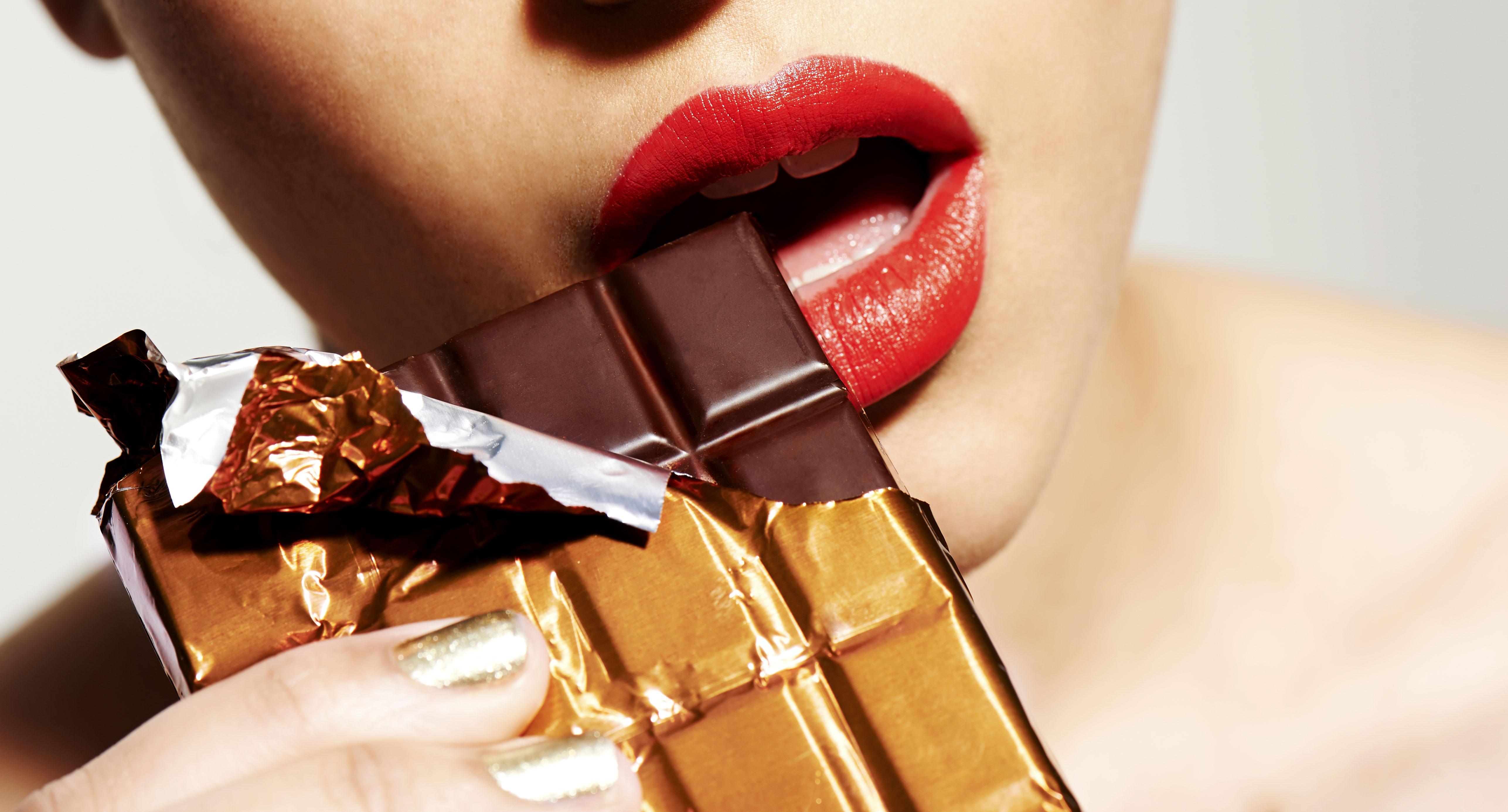 Le chocolat noir et le coeur